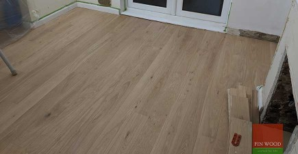Band Sawn Oak Wood Flooring Adds Character To a Home in Kenelay, CR8