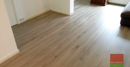Fitting Engineered Oak Silver White, narrow boards
